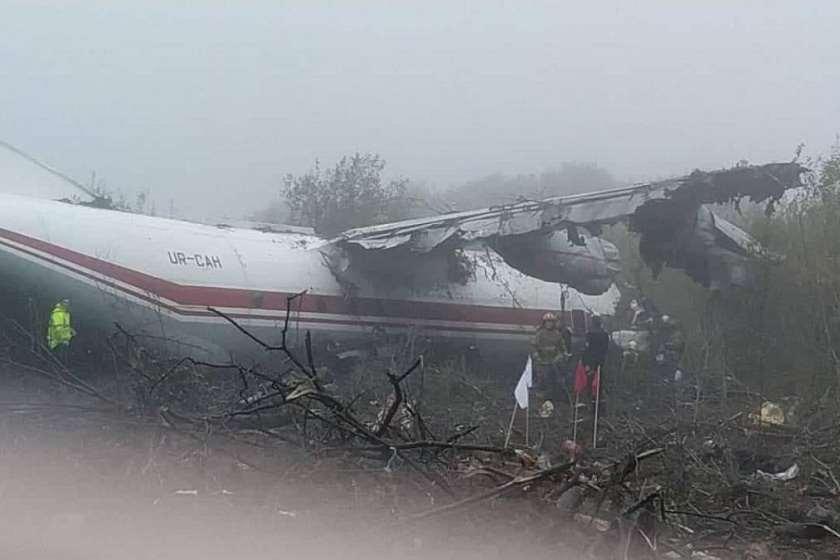ლვოვში ავარიული დაშვების დროს თვითმფრინავი ჩამოვარდა