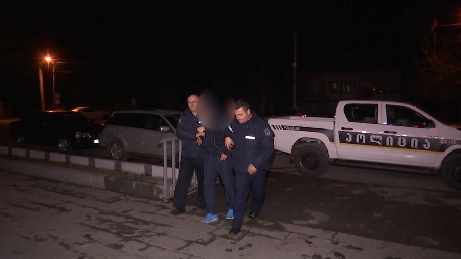 პოლიციამ ხონში მომხდარი ქურდობის ფაქტი ცხელ კვალზე გახსნა - დაკავებულია 1 პირი