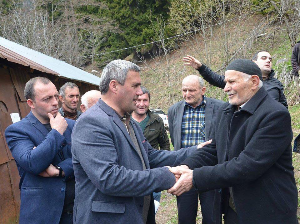 """""""ქართული ოცნების"""" ხულოს მერობის კანდიდატი ამომრჩეველს შეხვდა"""