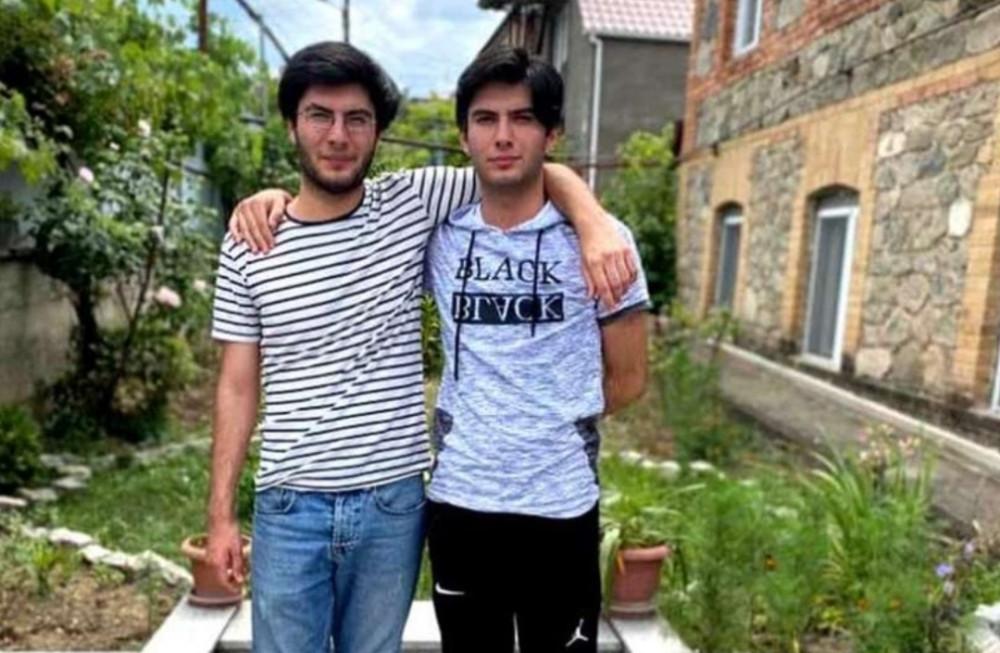 გაშვილებული ტყუპი ძმები ერთმანეთს წლების შემდეგ თელავის საგამოცდო ცენტრში შეხვდნენ