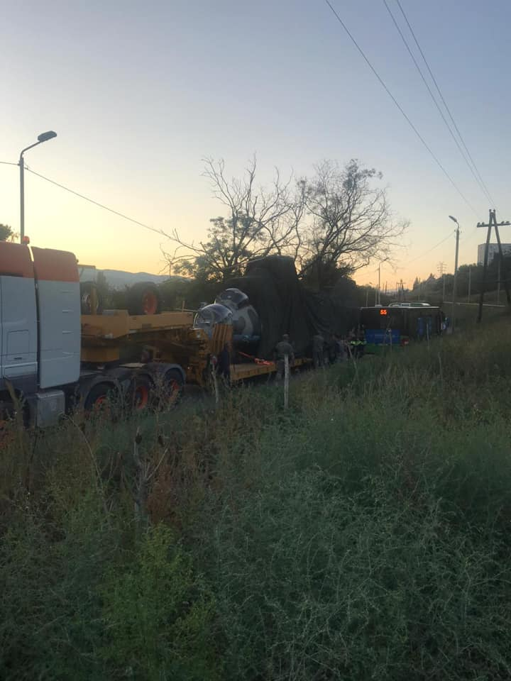 ავარია თბილისში - ერთმანეთს ვერტმფრენი და ავტობუსი დაეჯახა (ფოტო)