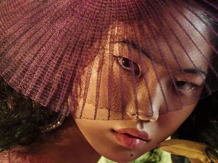 ჩინელი გოგონა, რომელიც მშობლების წინააღმდეგობის მიუხედავად Vogue-ის მოდელი გახდა (ფოტო)