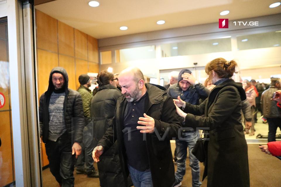 ლიეჟში მიხეილ სააკაშვილის მხარდამჭერებმა ემიგრანტებისა და ჟურნალისტების წინააღმდეგ წიწაკის სპრეი გამოიყენეს