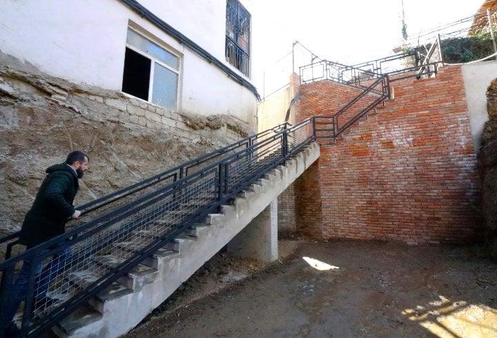 გოგებაშვილის ქუჩაზე  საყრდენი კედელი მოეწყო