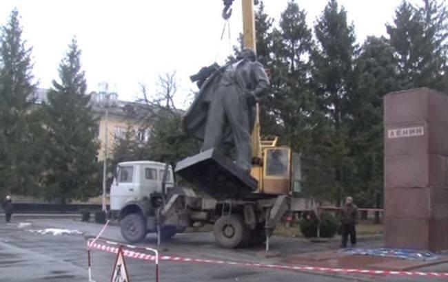 უკრაინაში ლენინის ძეგლი ჯართად გაყიდეს