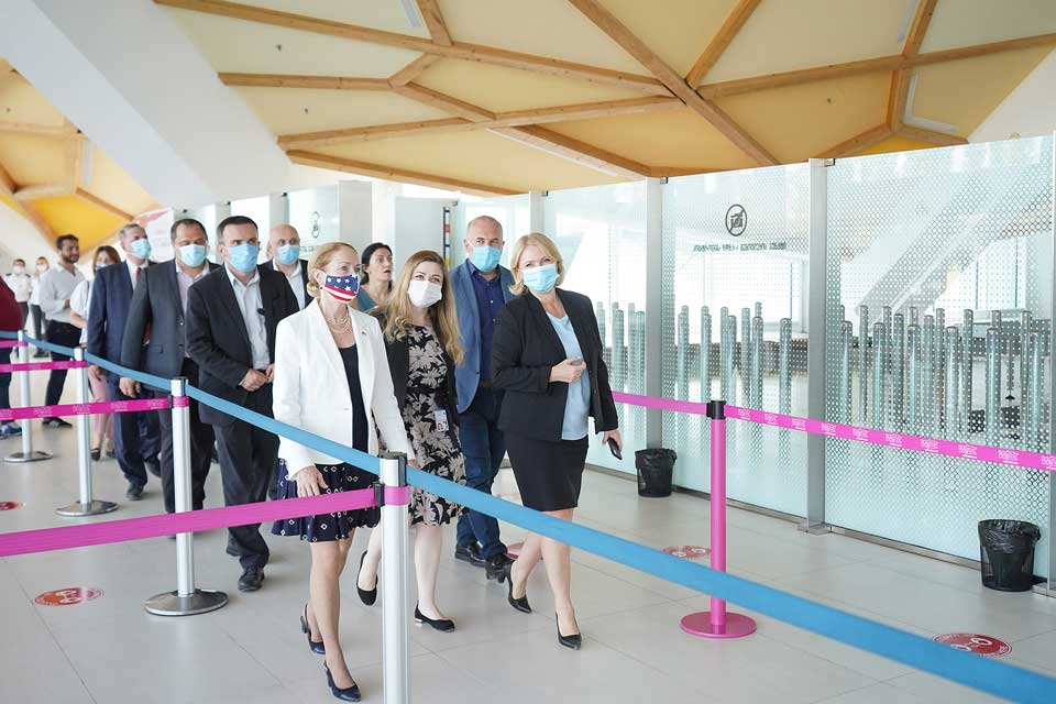 ნათია თურნავამ და კელი დეგნანმა ქუთაისის საერთაშორისო აეროპორტში მიმდინარე სამუშაოები დაათვალიერეს