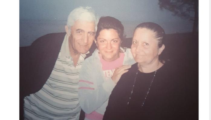 """""""21 მარტს მამამ დამტოვა, დღეს დედამ"""" – ნეკა სებისკვერაძის მშობლები კორონავირუსმა იმსხვერპლა"""