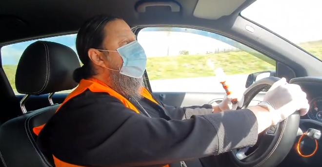 იტალიაში მცხოვრები მღვდელი ემიგრანტებს დახმარებას სთავაზობს (ვიდეო)
