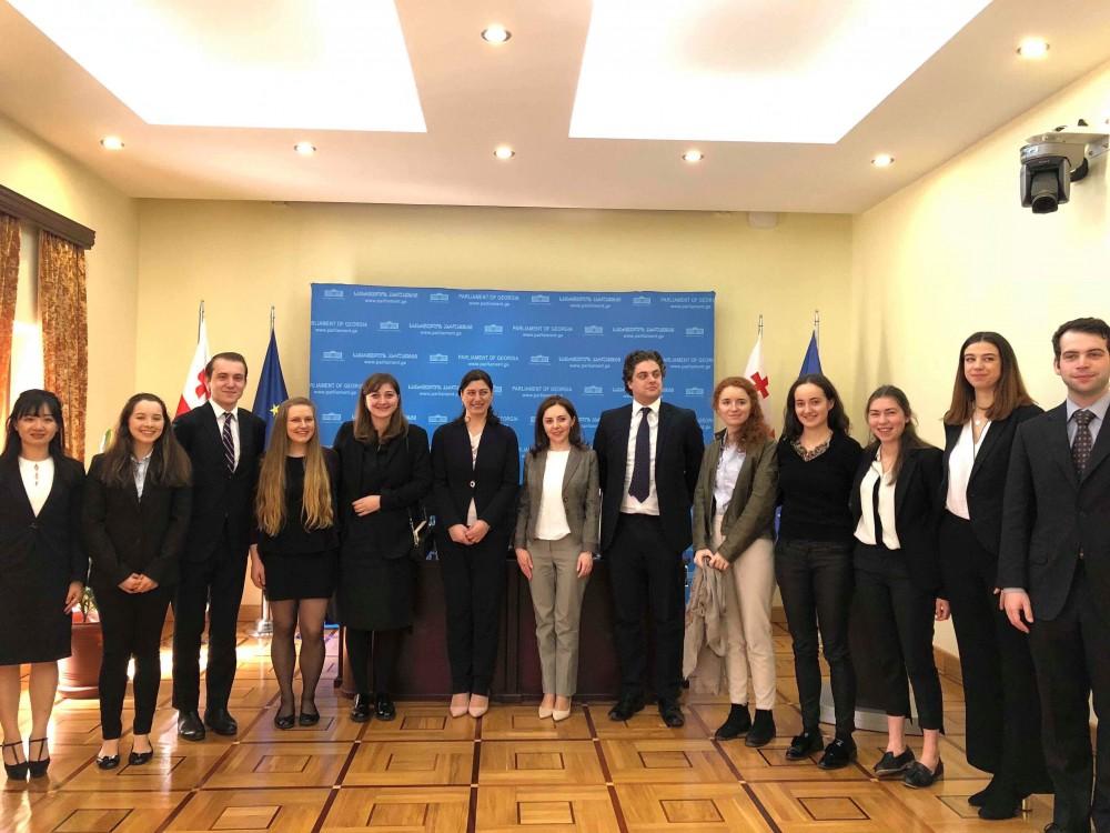 სოფიო ქაცარავა ლონდონის ეკონომიკისა და პოლიტიკურ მეცნიერებათა უნივერსიტეტის საერთაშორისო ურთიერთობების კლუბის (LSE) სტუდენტებს შეხვდა