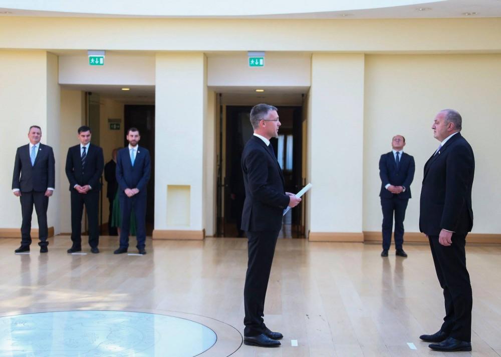 საქართველოს პრეზიდენტს შვედეთის ელჩმა რწმუნებათა სიგელები გადასცა