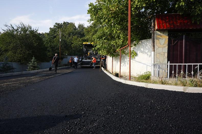 მთაწმინდის რაიონის გამგეობა სხვადასხვა ქუჩაზე გზის საფარის კაპიტალურ რეაბილიტაციას ახორციელებს
