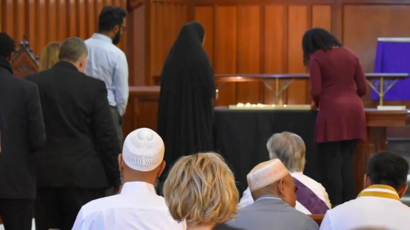 ბრიტანეთში ქრისტიანებმა და მუსლიმებმა ერთად ილოცეს