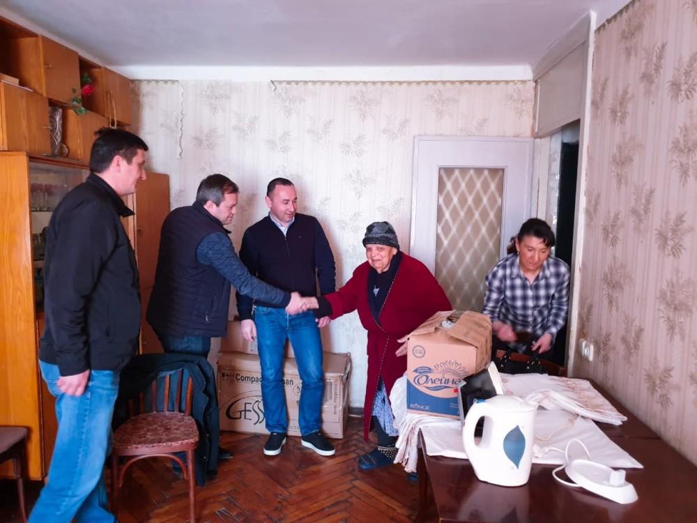 ირაკლი აბუსერიძემ და ლევან დავითაშვილმა სოციალურად დაუცველ ოჯახებს წინასააღდგომოდ ნობათი გადასცეს