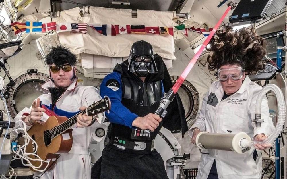 ჰელოუინი ორბიტალურ სადგურზე (ნასას ფოტო)
