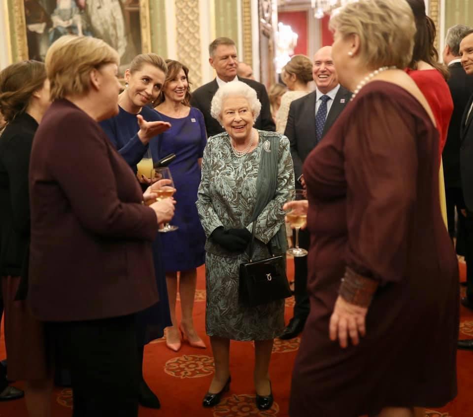 ნატოს ლიდერები დედოფალ ელისაბედ მეორესთან შეხვედრაზე (ფოტო)