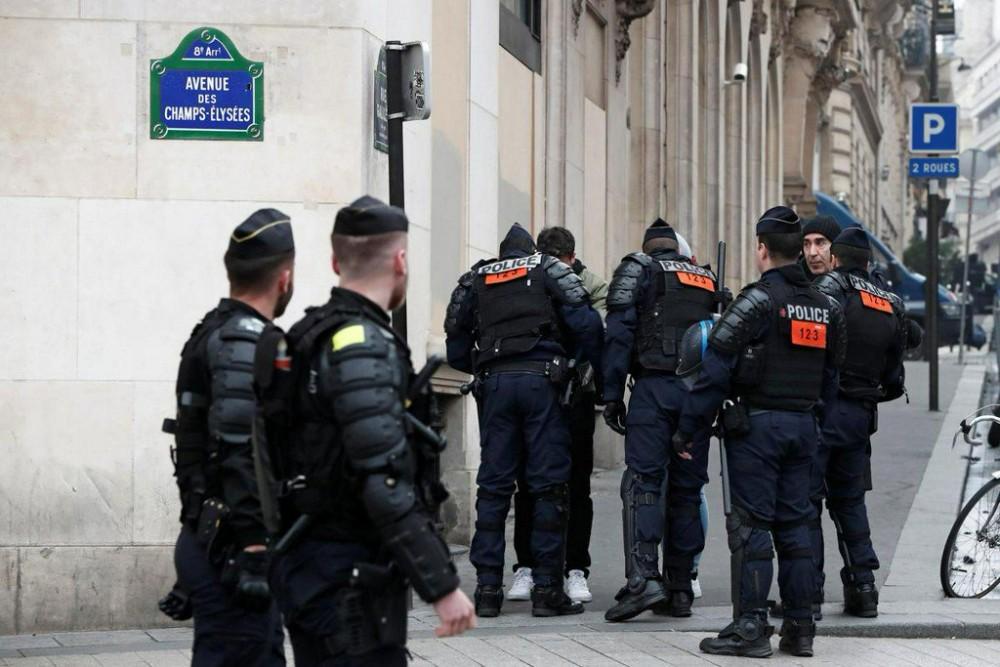 პარიზში სამართალდამცველებმა 51 ადამიანი დააკავეს