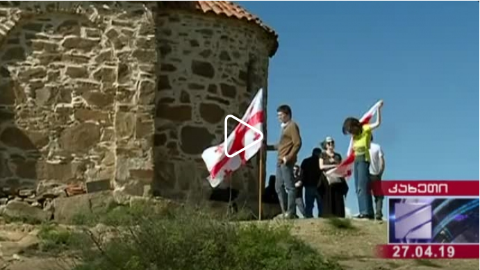 დავით გარეჯში მდებარე აღდგომის ტაძართან საქართველოს დროშა ფრიალებს