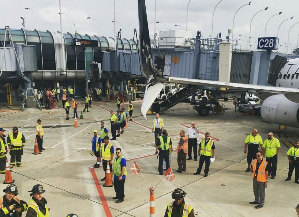 ჩიკაგოს აეროპორტში ორი თვითმფრინავი ერთმანეთს დაეჯახა