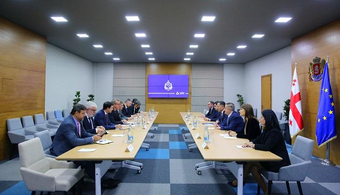 შს მინისტრი ევროკავშირის წევრი ქვეყნების ელჩებსა და ევროკავშირის დელეგაციის ხელმძღვანელს შეხვდა