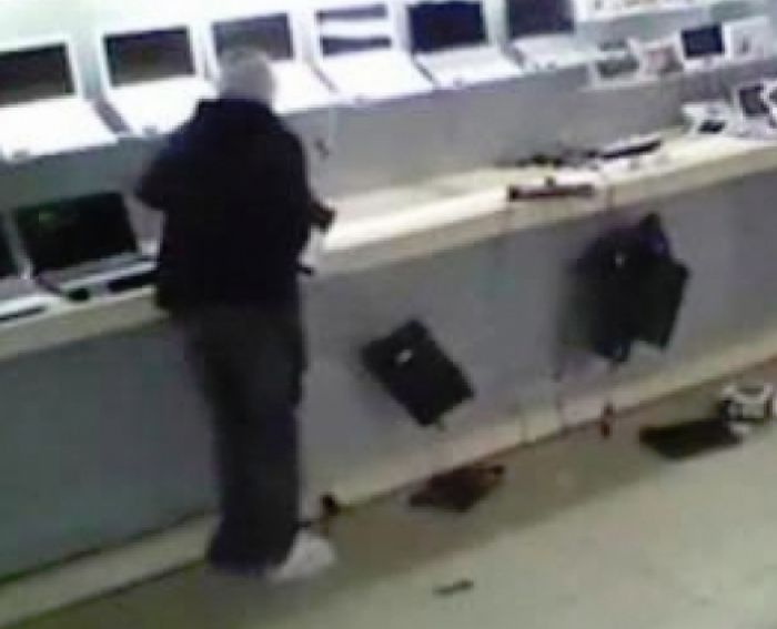 თბილისში ტექნიკის მაღაზიიდან 14 ლეპტოპი მოიპარეს
