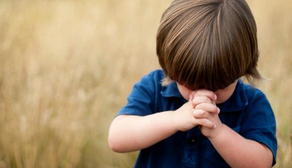 მასწავლებელი მოსწავლეებს ლოცვას აიძულებს და კაბის ჩაცმას სთხოვს - მშობელი