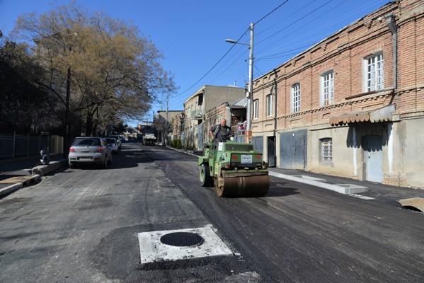 ნაძალადევის რაიონში, ღოღობერიძის ქუჩაზე გზის რეაბილიტაცია სრულდება