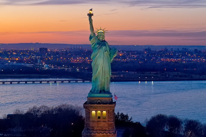 ნიუ-იორკში თავისუფლების ქანდაკება დამთვალიერებლებისთვის დახურეს