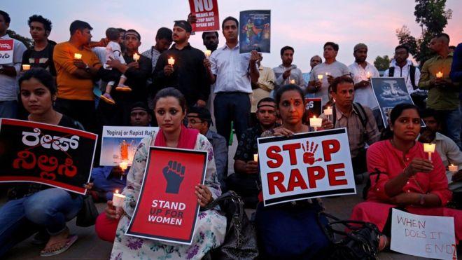 ინდოეთში 16 წლის გოგო გააუპატიურეს და დაწვეს