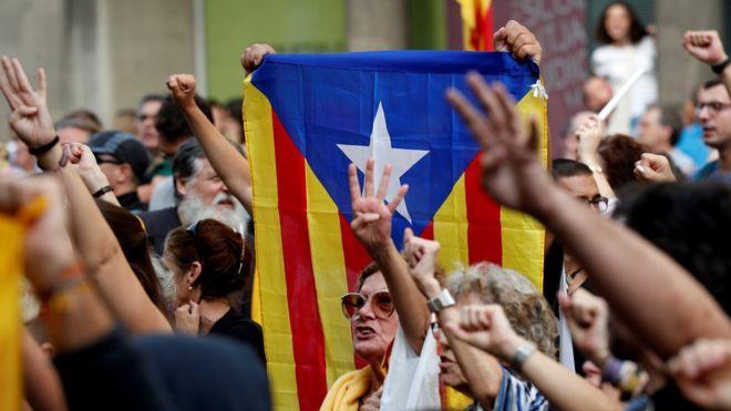 ესპანეთის სასამართლომ კატალონიის ლიდერებს გრძელვადიანი პატიმრობა მიუსაჯა