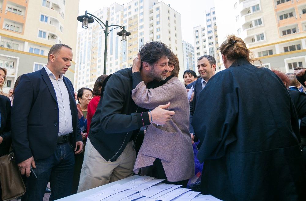 კოოპერატიული ბინათმშენებლობით დაზარალებულ 57 ოჯახს საცხოვრებელი ფართები გადაეცა