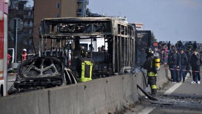 """""""ვერავინ გადარჩებით"""" - იტალიაში მძღოლმა სკოლის ავტობუსი ბავშვებთან ერთად გაიტაცა და ცეცხლი წაუკიდა"""