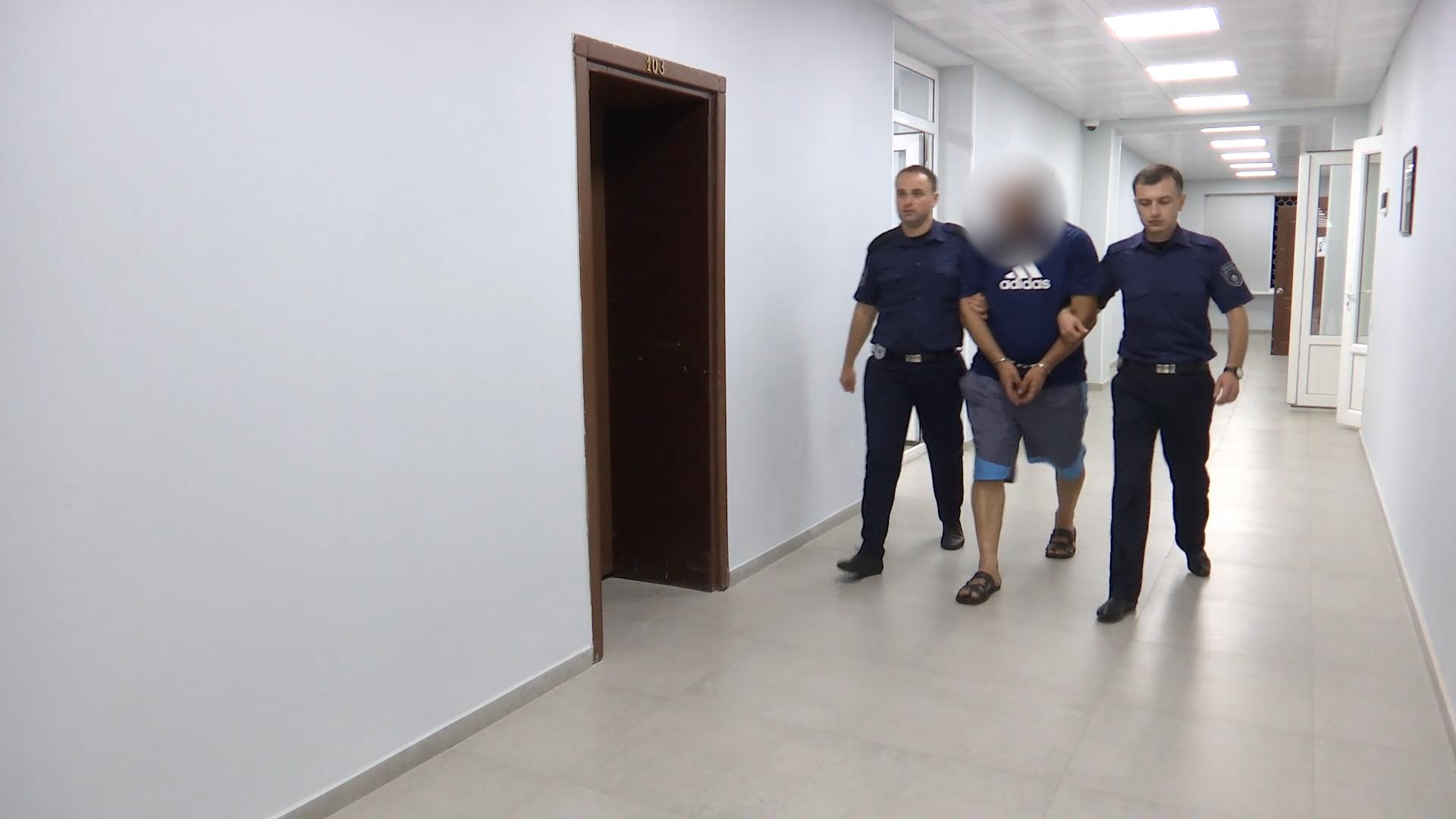 პოლიციამ აჭარაში 2 ნარკორეალიზატორი დააკავა