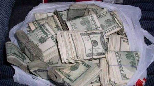 უსახლკარო ამერიკელმა $17 000 იპოვა და საქველმოქმედო ფონდს გადასცა