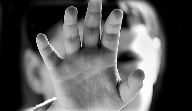 შუახნის კაცმა 12 წლის გოგონას სექსუალური შევიწროება ავტობუსში სცადა