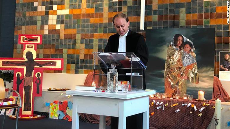 თანადგომა ჰოლანდიურად  - 800 საათზე მეტია მოხალისეები დევნილი ოჯახისთვის ლოცულობენ