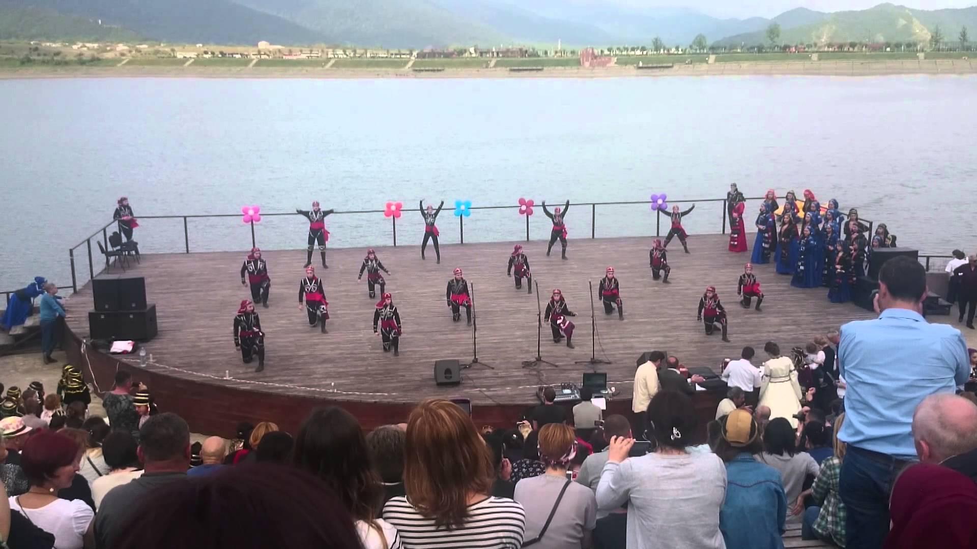 შემთხვევა ილიას ტბაზე - სცენის ჩატეხვის გამო მოცეკვავეები დაშავდნენ