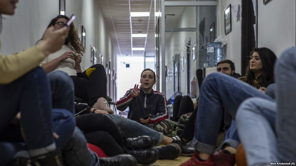 ილიაუნის სტუდენტებმა საპროტესტო შიმშილობა შეწყვიტეს