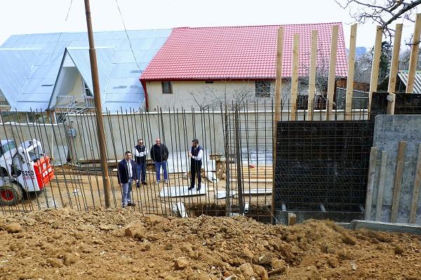 კოჯორში გრუნტის ჩამოშლის საფრთხის მოსახსნელად საყრდენი კედელი შენდება