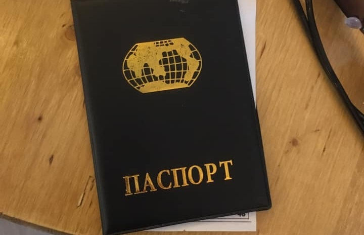 """""""საქართველოში, ქართულ რესტორანში """"რუსულ პასპორტებს"""" გვირიგებენ"""""""