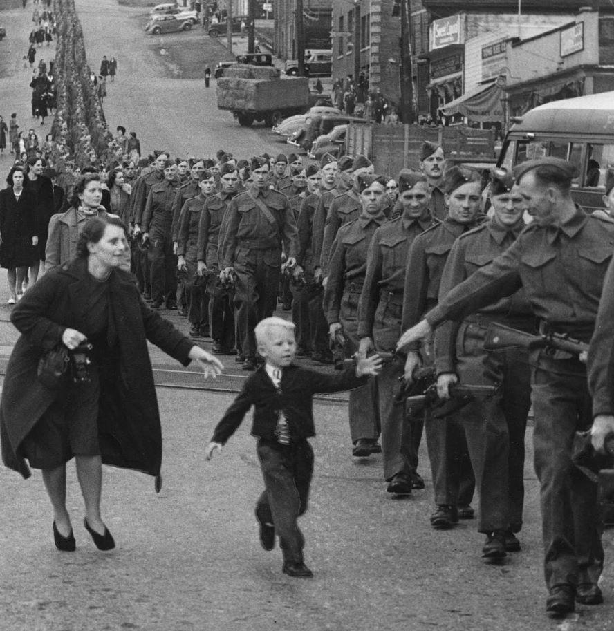 შთამბეჭდავი კადრები მეორე მსოფლიო ომიდან (ფოტო)