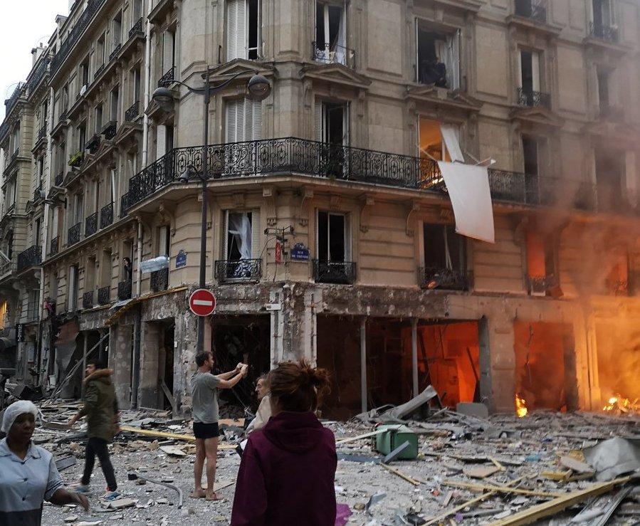 პარიზში ძლიერი აფეთქება მოხდა (+ფოტო)