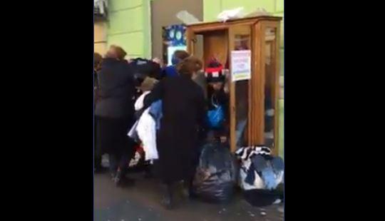"""""""მეორადების ქალებმა გაჭირვებული ხალხისთვის მიტანილი მთელი ტანსაცმელი გაზიდეს"""" - გურამ შეროზია (ვიდეო)"""