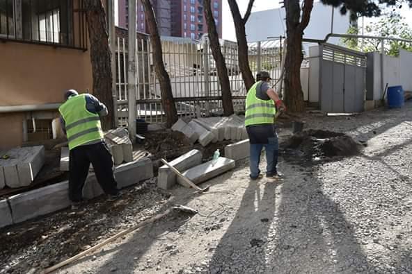 მხატვრის ქუჩაზე საგზაო სამუშაოები მიმდინარეობს