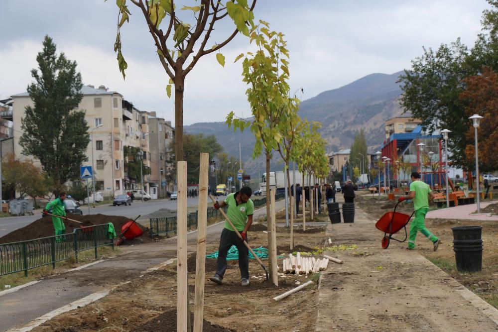 ლიბანის სკვერში სხვადასხვა სახეობის 800-ზე მეტი ხე-მცენარე დაირგვება