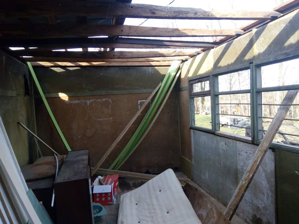 ლანჩხუთში ძლიერი ქარის შედეგად საცხოვრებელი სახლები დაზიანდა
