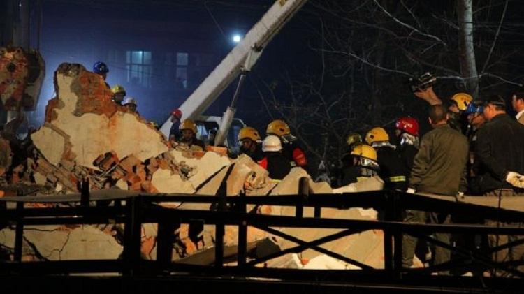 ჩინეთში 5-სართულიანი სახლი ჩამოინგრა - არიან დაშავებულები