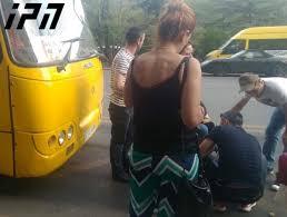 სიცხის გამო ავტობუსის მძღოლმა გონება დაკარგა - დახმარება მგზავრებმა აღმოუჩინეს