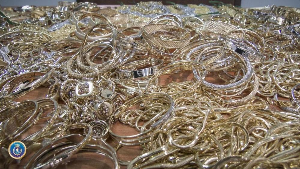 ფინანსთა სამინისტროს საგამოძიებო სამსახურმა საბაჟოზე 11,2 კილოგრამი ოქროს ნაკეთობები ამოიღო