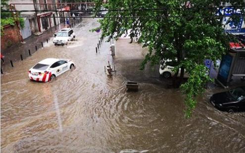 ძლიერი წვიმის გამო 112-ში ყველაზე მეტი ზარი დიდუბე-ჩუღურეთიდან, დიღმიდან, გლდანი-ნაძალადევიდან და სანზონიდან შევიდა