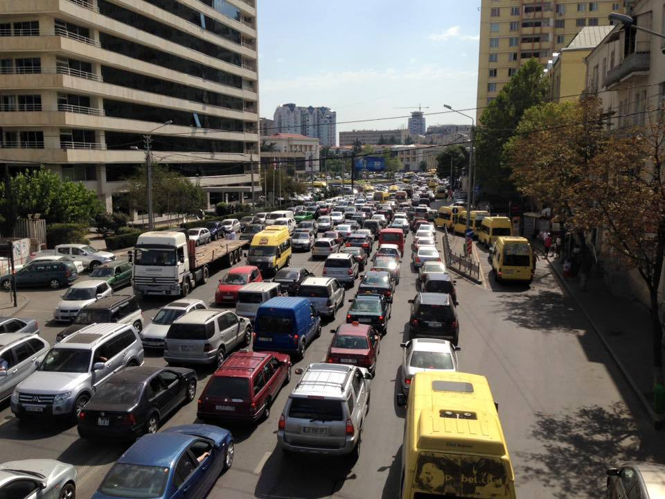 საშობაო ალილოს მსვლელობასთან დაკავშირებით, თბილისში ავტომანქანების მოძრაობა შეიზღუდება